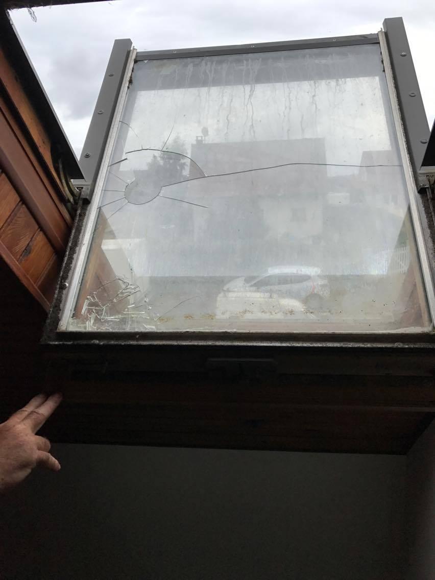 vitre de velux vitrierdupays. Black Bedroom Furniture Sets. Home Design Ideas